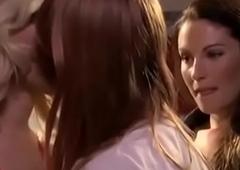 Sapphic  giving a kiss  9
