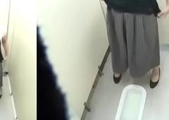Medicate l&eacute_n chị em thủ d&acirc_m trong nh&agrave_ vệ sinh