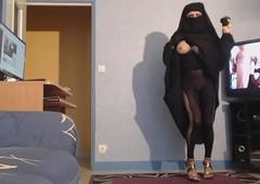 seins nus en djilbab et niqab