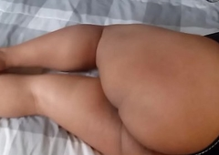 annoying gordo esperando en deject cama