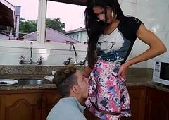 Travesti fazendo namorado de escravo